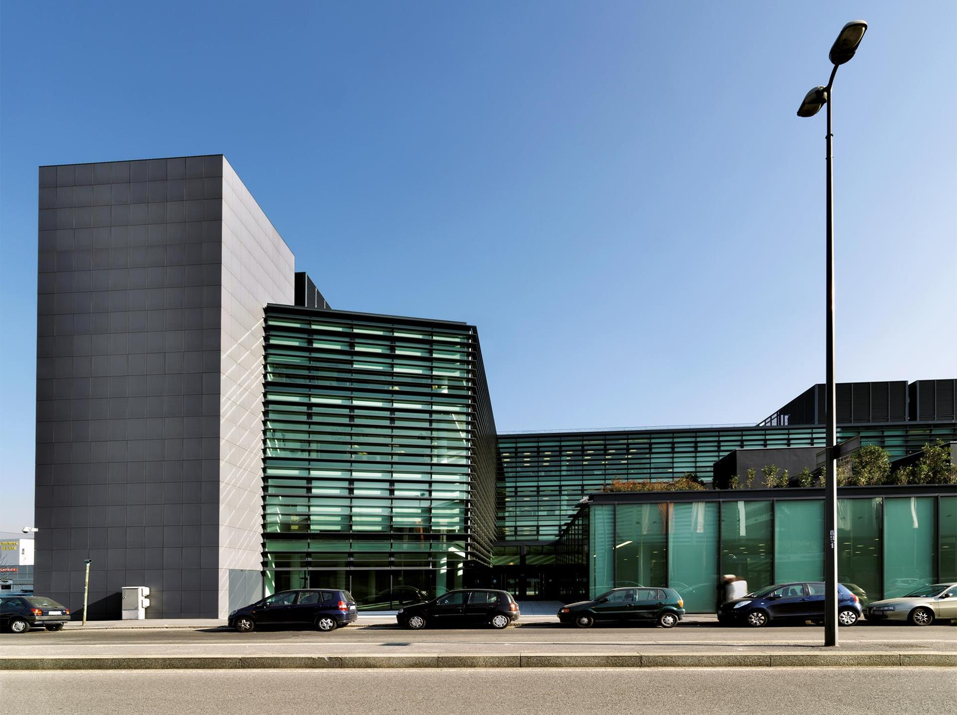 Pirelli Offices: Photo 1