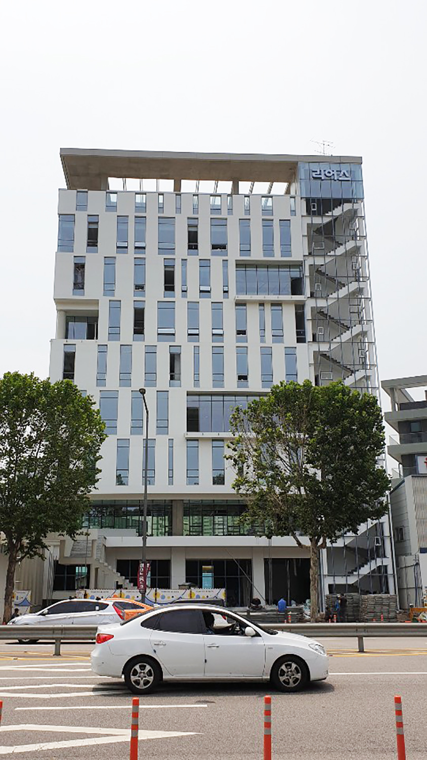 Rearth Headquarter Building: Photo 4